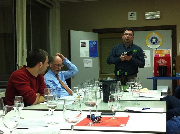 专业人士讲解葡萄酒知识