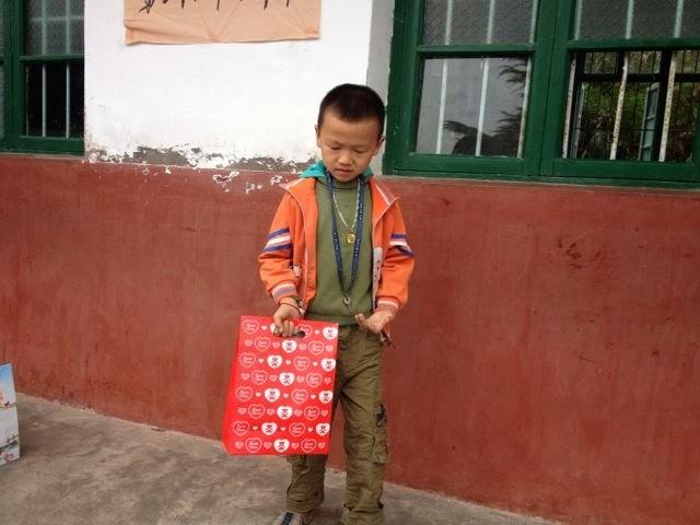 新洲学校孩子们的笑脸 (3)