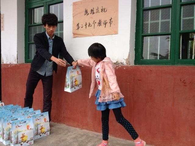 新洲学校孩子们的笑脸 (4)